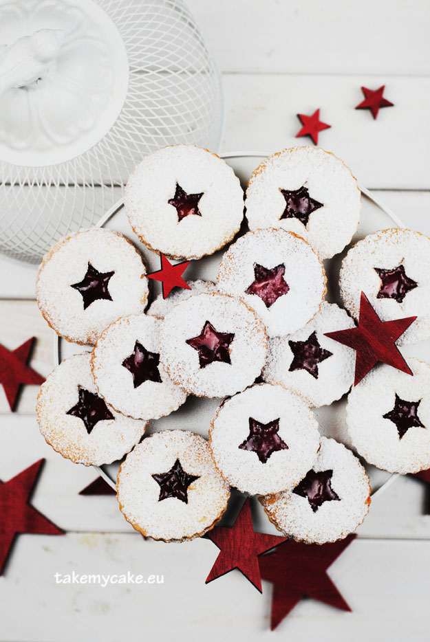 ciasteczka z powidlami i cukrem pudrem