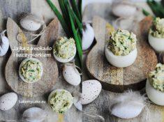 Jajka z awokadoi szczypiorkiem